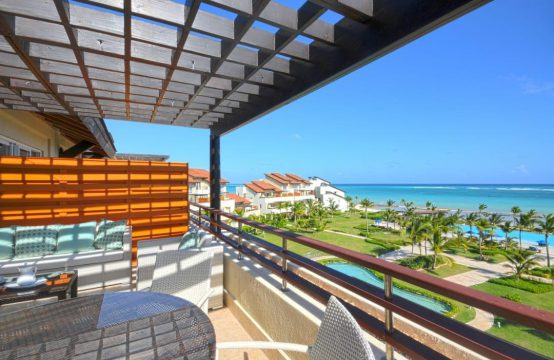 Trzypokojowy apartament z widokiem na ocean przy białej plaży